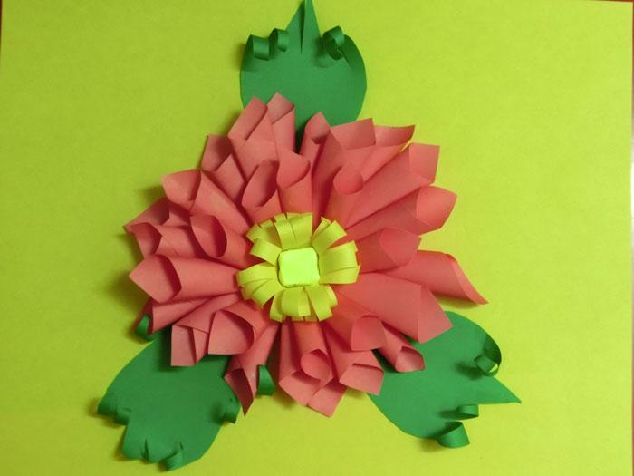 цветок из цветной бумаги своими руками